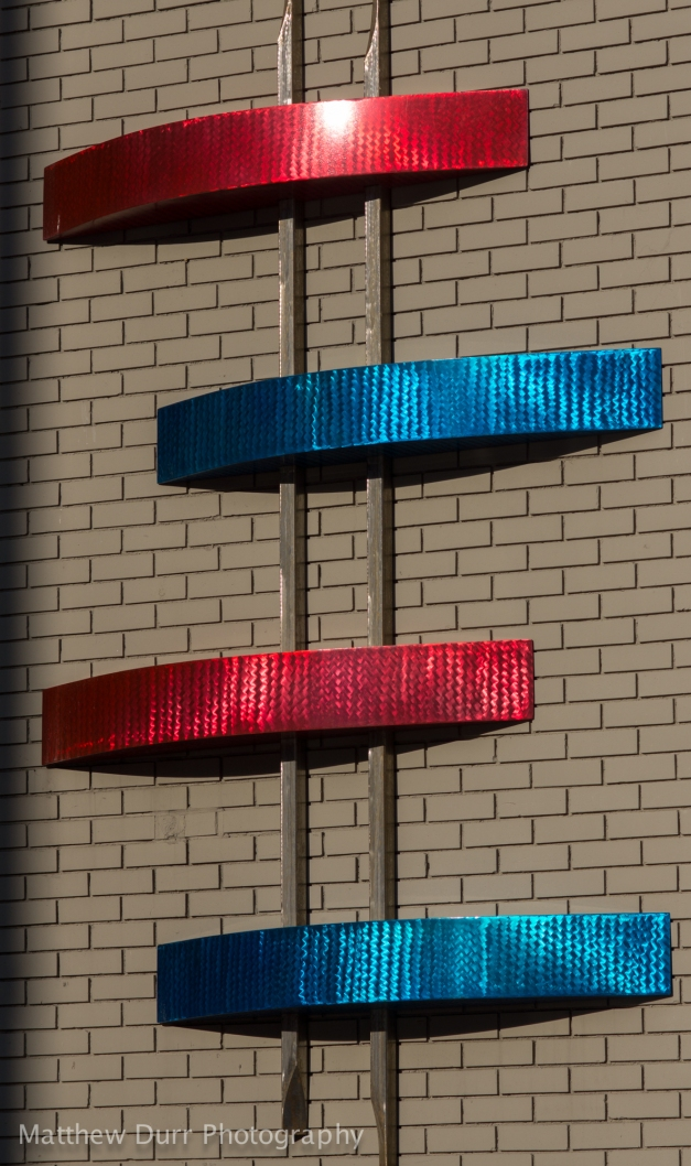 Red vs Blue105mm, ISO 100, f/5.6, 1/1250