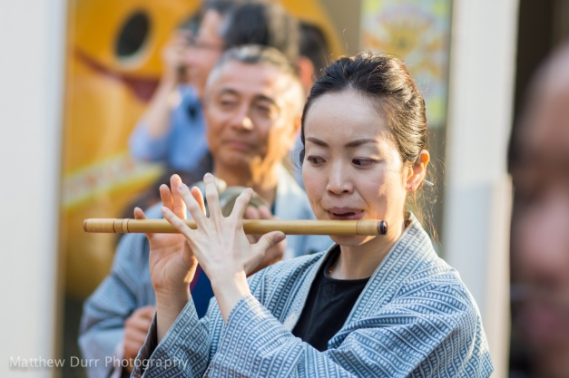 Flautist 105mm, ISO 100, f/2.8, 1/125
