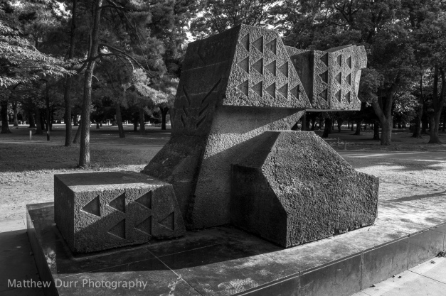 Statue 16mm, ISO 100, f/4, 1/160