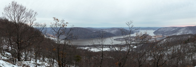 Hudson River Overlook 32mm, ISO 100, f/5.6, 1/20,  39 images stitched